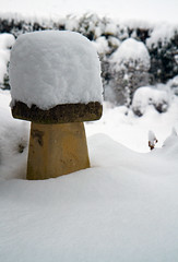 Bird bath hat!! (Susan SRS) Tags: uk morning winter england white snow canon sussex photo birdbath flickr december westsussex snapshot gb today winterwonderland img8210 midsussex sussexsnow flickraward flickrawardgallery
