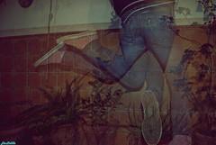 Soy la desesperada, la sombra del amor fugaz, la que tuvo y lo perdi todo, la que no se arrepiente de nada. (Gran city pop(;) Tags: chica sony converse alpha saltar