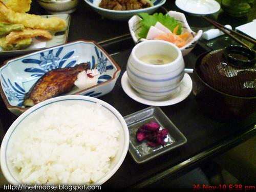 Dezato Dessert Bar - Gindara + Sashimi Set