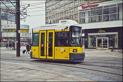 M4 (Alexander Rentsch) Tags: street urban berlin window klein funny traffic fenster tram short transportation lustig alexanderplatz mitte verkehr m4 bvg kurz canonefs1755mmf28isusm strasenbahn canoneos7d