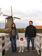 Kinderdijk 007 (BruiseJ) Tags: family friends holland netherlands windmills kinderdijk waterlevelcontrol wwwmeetusinmunichcom