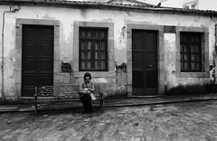 La chica solitaria / Lonely girl (Fernando Cabalo) Tags: winter bw white black girl solitude chica bn galicia invierno lonely soledad betanzos