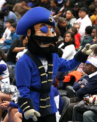 Hampton Pirates Mascot (Kevin Coles) Tags: nyc newyorkcity ny newyork sports basketball manhattan pirates mascot ncaa msg madisonsquaregarden bac hiu hamptonuniversity hbcu howardhampton meac bigappleclassic therealhu blackcollegesports thebigappleclassic hamptonuniversityvshowarduniversity bigappleclassic2010