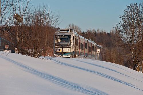 Nur noch knapp einen Kilometer ist es bis Holzkirchen, als VT114 am Holzkirchner Oberbräu vorbeisaust.