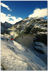 grimsel (chris frick) Tags: winter light sun lake snow mountains alps ice switzerland dam wideangle pointofview cablecar handheld grimsel a700 hoyacpl sonyalpha700 chrisfrick sonydt1118mm4556