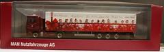 MAN XMas truck 2010 (Stefho74) Tags: man camion ho 187 hoscale herpa modeltrucks xmastruck mantgx hotruck 187thscale homodels homodel 187models hotrucks 187trucks herpamodel tgx18540 camion187 voiture187 camionho voitureho 187cars stefho74 truckshocars 187camionho scalemodeltrucks