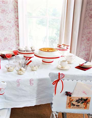 country-living-table-decoration-red