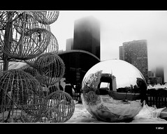 La Dfense perd la boule (Yolanda Miel) Tags: christmas city bw paris france reflection canon bowl ladefense nb reflet nol ville dcoration boule dcor grandearche