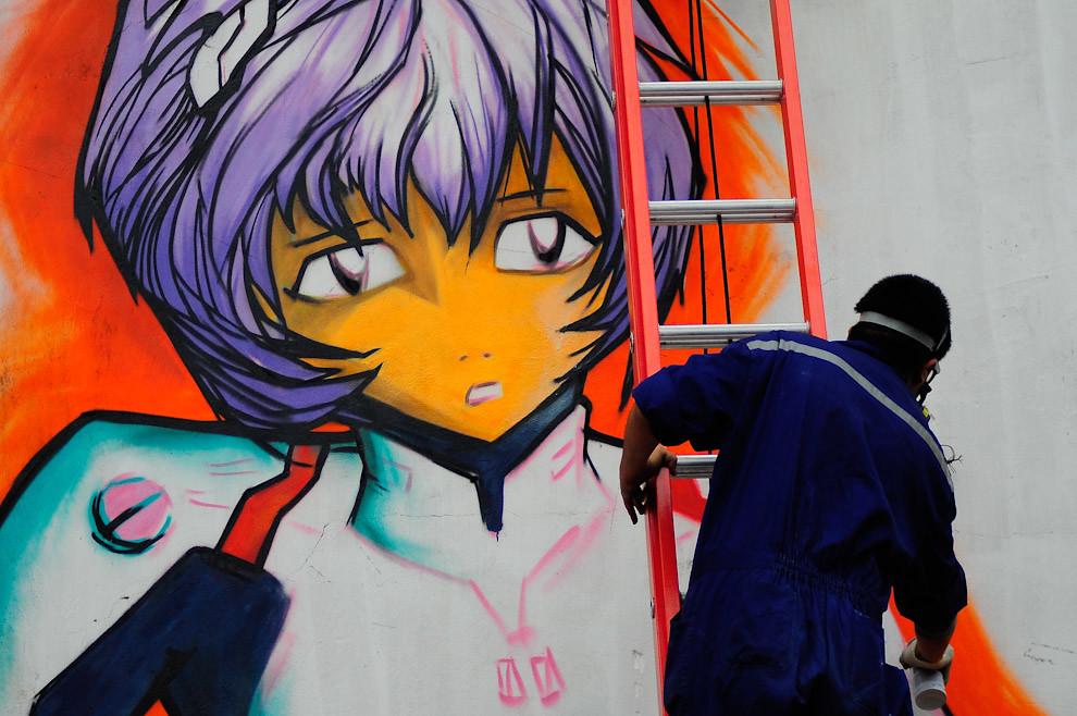 """@ozmontania (siguelo por twitter) termina de hacer su grafiti de Rei Ayanami de """"Evangelion"""" en una pared del complejo Textilia en el Manga Anime Cosplay Karaoke llevado a cabo el 2 y 3 de Octubre. (Elton Núñez - Asunción, Paraguay)"""