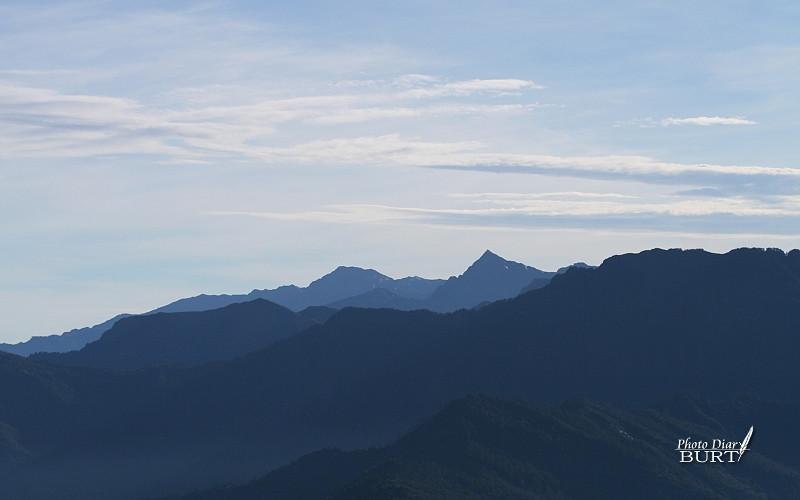 合歡山莊前遠眺中央尖及南湖大山