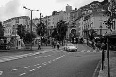 Cannes in zwartwit (junlal) Tags: auto city bw favorite white black france classic contrast french blackwhite nikon zwartwit cannes favorites porsche frans frankrijk zwart wit stad sportscar zw sportwagen klassiek d90 stadsgezicht