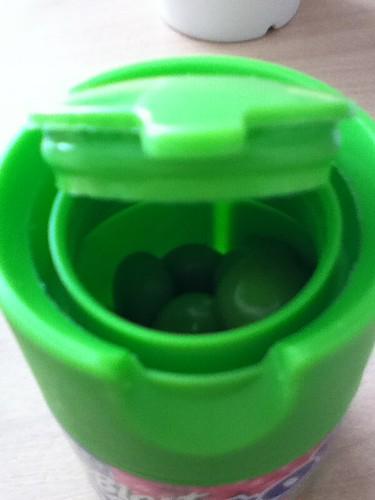 2011-01-04 - Snack - 04 - Juice blast mentos open