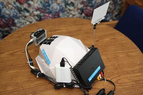 増槽(Eneloop)つき、CES会場からのヘッドマウントカメラ・ライブ配信機材