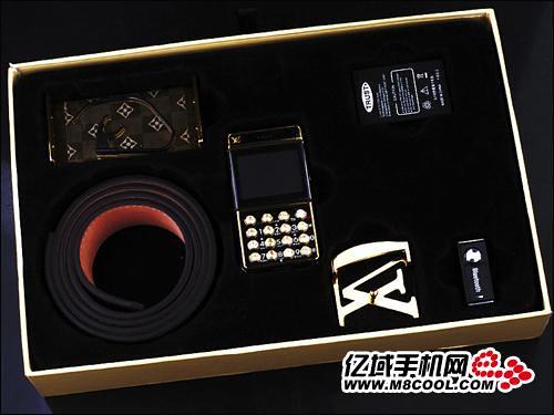 1Louis Vuitton Belt Buckle Cellphone