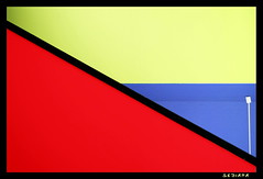 diagonal (sediama (break)) Tags: blue light red white color rot lamp yellow architecture stairs germany lampe licht colours pentax cable hannover diagonal treppe staircase architektur handrail colourful banister blau coloured farbig bunt kabel geld treppenhaus gelnder weis hanginglamp koloriert hngelampe k20d sediama bimgp6540