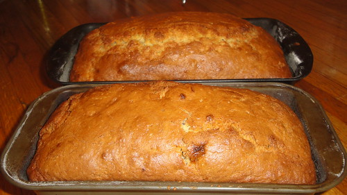 Banana walnut bread - baked, still in pans 香蕉核桃蛋糕