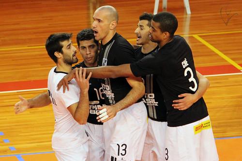Voleibol: Vitória 3-2 Clube K