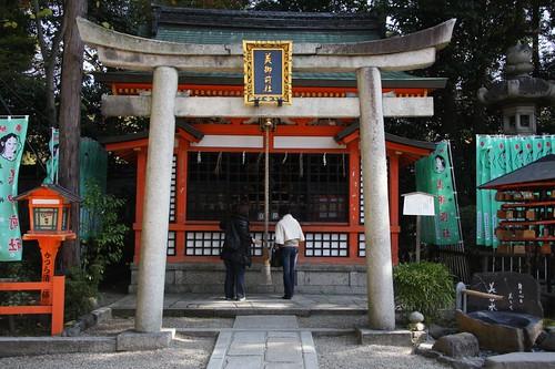 美女二人 / Yasaka Shrine