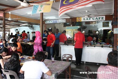 Tanjung Bungah Masjid Terapung Nasi Melayu - Crowd