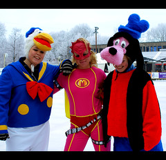 Donald Duck, Mega Mindy and Goofy (Hindrik S) Tags: girls ice girl goofy meiden plein donaldduck cpf ijsbaan meisje meisjes skatingrink ijs iis oldehove meid aldehou megamindy famkes iisbaan