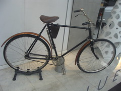Peugeot Bicyclette Grand Luxe (tautaudu02) Tags: auto cars grande automobile grand voiture moto avenue bicyclette peugeot luxe coches arme