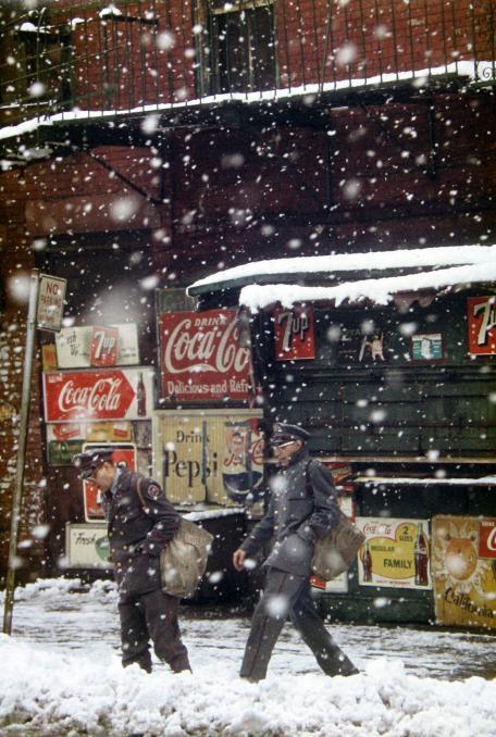 Saul Leiter, Postman, 1952