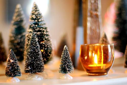 v Christmas mantle 010