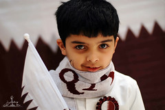 Happy National Day Qatar  (  l alshoog36re  IN USA) Tags: boy smile happy nikon day flag national softbox doha qatar   childern qtr     d80       jasam     alshoog36re
