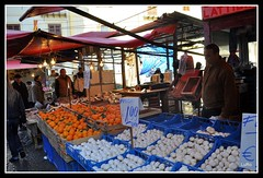 Palermo: Ballar (Luciano ROMEO) Tags: mushrooms market mercado pesci bancos sicily funghi oranges palermo frutta march banks sicilia champignons setas ambulanti naranjas sellers ballar arance sicile palerme verdura vendedores d90 vendeurs venditori ortaggi  banchi  mercatorionale banques mercatodiballar