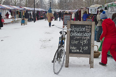 Amsterdam, Pure markt Frankendael (Bart van Dijk (...)) Tags: city winter urban snow cold netherlands amsterdam bicycle sneeuw nederland streetphotography stad fiets koud stadsarchief frankendael straatfotografie parkfrankendael peopleinthestreets mensenopstraat peopleinamsterdam stadsarchiefamsterdam canoneos7d puremarkt bartvandijk breeblebox menseninamsterdam cityarchivesamsterdam pozietrouv