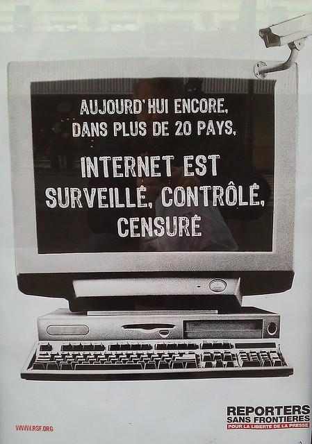 Internet est surveillé, contrôlé, censuré - affiche par RSF.org