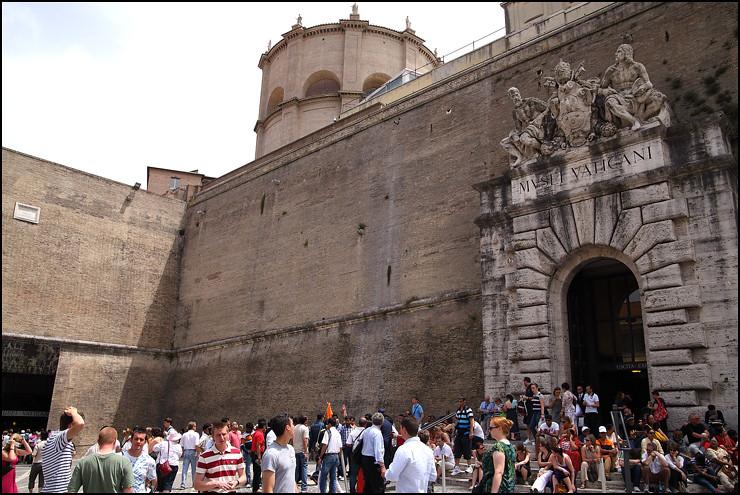 vatican-museum-entrance