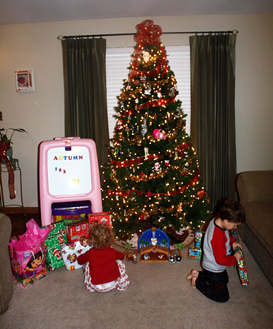 opening-gifts-tree