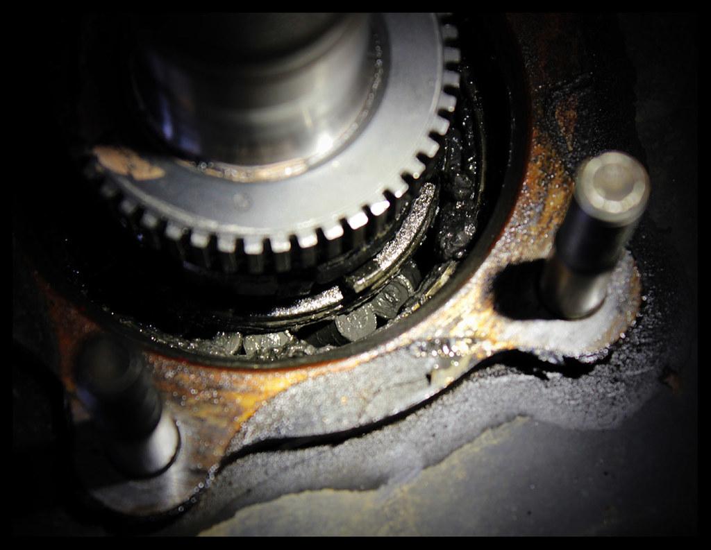 355/365 - Broken wheel bearing