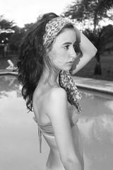 [フリー画像] 人物, 女性, 水着, ビキニ, モノクロ写真, 201101060300