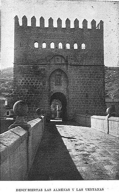 Fotografía de la Restauración del torreón del Puente de San Martín publicada en enero de 1929 en la Revista Toledo