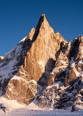 Les Drus (LongLensPhotography.co.uk - Daugirdas Tomas Racys) Tags: blue light sunset sky terrain white mountain snow france alps cold color ice face sunshine yellow rock french grey golden evening snowy top smooth deep scene surface glacier rays rough montblanc montebianco dolomite lesdrus