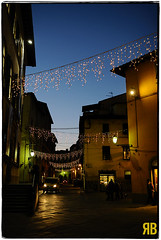 Lucca by Night (Ryan Brenizer) Tags: italy night nikon lucca noflash tuscany christmastime 2011 35mmf14g d3s