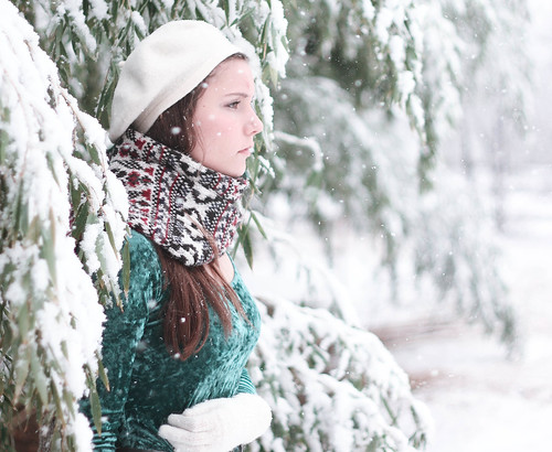 [フリー画像] 人物, 女性, 雪, 横顔, 帽子・キャップ, アメリカ人, 201101140900
