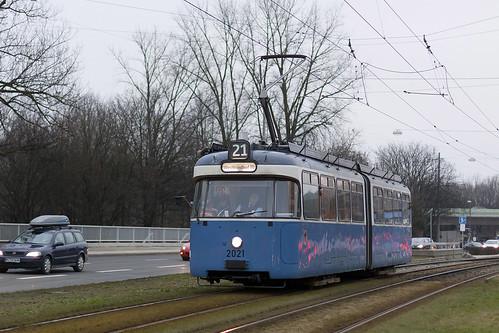 Der Solowagen auf der Linie 21 erreicht bald die nächste Haltestelle an der Borstei.