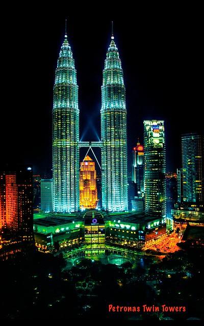 Petronas Twin Towers / Kuala Lumpur (EXPLORE)