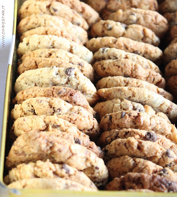 choca chippers-chocolate chip cookies