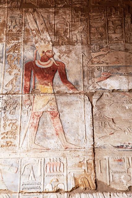 エジプト ルクソール カルナック神殿の美しいレリーフとヒエログリフ