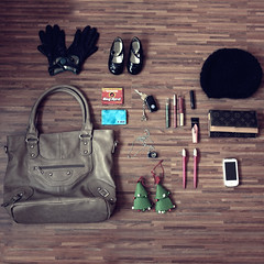 What was in her Bag ? Dezember 2010 (donchris!™) Tags: project bag is sac her purse what 12 bolsa borsa 2010 tasche torba