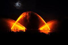 Fire-Spitting (M(P)hotography) Tags: see nikon hamburg un musik planten farben leuchtend nachts moldau bloomen d5000 wasserorgel farbspektakel lichtorgel