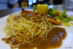 Spaghetti with Salmon (Ken Goh thanks for 2 Million views) Tags: salmon pasta spaghetti aglio e olio restaurant food photography sony rx100 mk4 still life