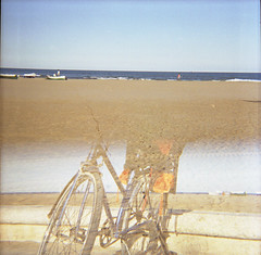 díptic defectuós (2010) (eme minúscula) Tags: blue sea sky beach valencia bike bicycle azul mar mediterranean bicicleta playa cel cielo bici blau vlc mediterráneo platja malvarrosa valència mediterrani orbea