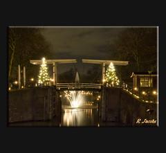 Kaarsjesavond Vreeswijk 2010 (Ren Jacobs) Tags: haven holland nacht rene streetphotography brug vreeswijk nieuwegein dorp 2010 nachtfotografie kolk kaarsjes fotograaf vakwerk evenement dorpsplein straatfotografie nachtopname vakmanschap renejacobs tdi200