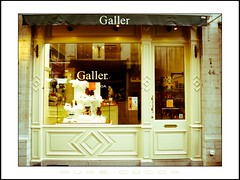Galler - Pure Cocoa (SergeK ) Tags: brown white black dessert noir belgium belgique chocolate bruxelles sugar butter boutique cocoa pure blanc brun chocolat pur sucre beurre cacao galler europe10sergek