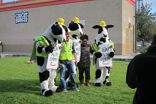 Yvette Nicole Brown of Community Poses with the Chick-fil-A cows